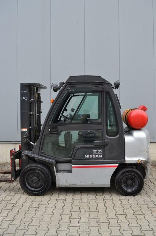 Газов мотокар Nissan 3200 kg