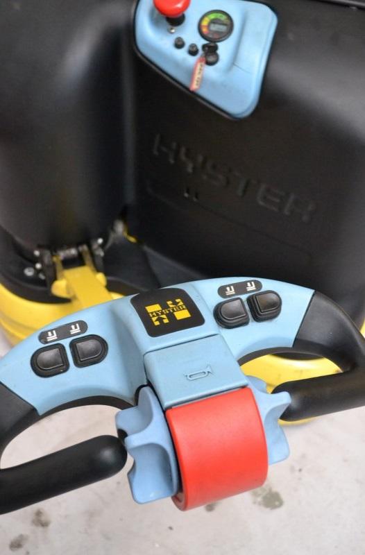 Електрически стакер Hyster S1 2820