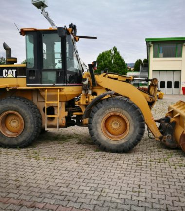 Челен товарач CAT 928 G
