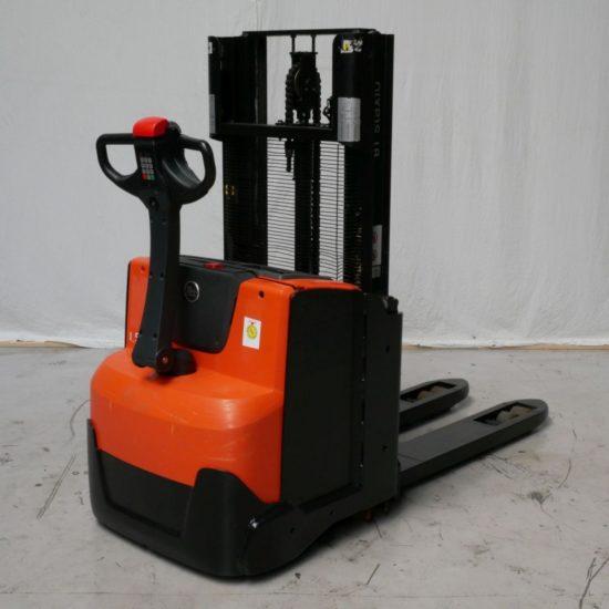Електрически стакер BT SWE200D